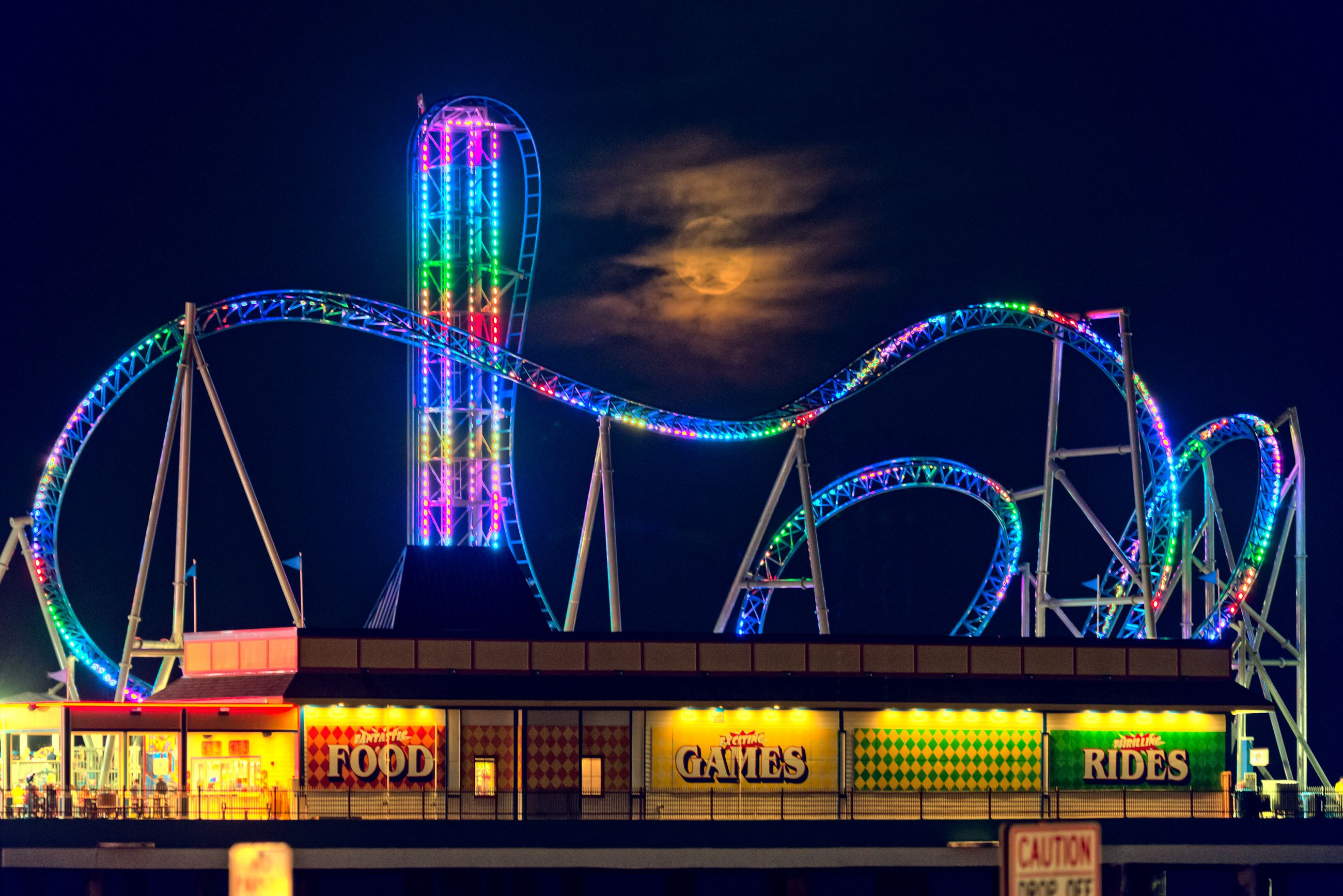 Pleasure_Pier_at_Night
